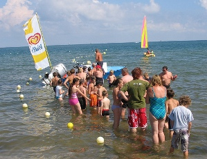 Global Warming  Ice Cream Van queue at Studland by Watt_Dabney via Flickr